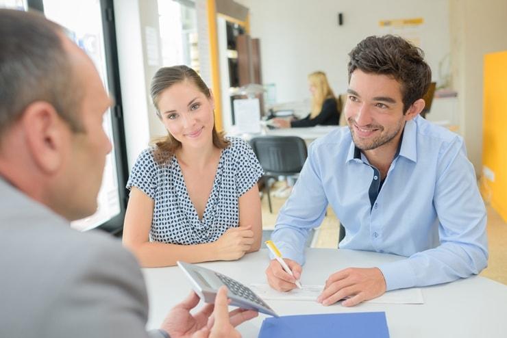 Młode małżeństwo bierze szybki kredyt