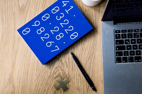 Podliczanie opłat na kalkulatorze